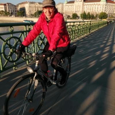 Munka közben - Biciklis statiszta a szabihídon cirka hajnali 6-kor. :D