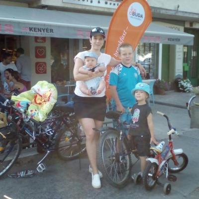 nyerő négyes - Egy bringán párban vagyunk a legkisebb gyerekemmel, de nyerő négyes nagycsaládos, bringás anyukaként lehetek.