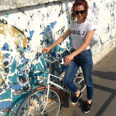 Európa és én - Közel egy év után sikerült rátalálnom a tökéletes bringára, az Európa névre keresztelt retro citybike-omra. A kerékpározás új lehetőségeket nyitott meg számomra: új barátságok jöttek létre és mélyültek el, csodás közös élményeket szereztem és a városnak egy új oldalát ismertem meg a tekerések közben.